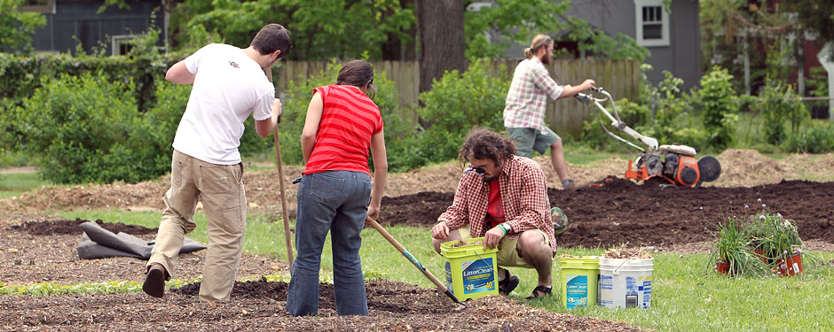 Put your green thumb to good use by volunteering at the Campus Garden this spring and summer.