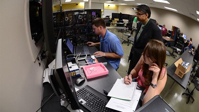 Electrical Engineering Undergraduate Program - Engineering ... on